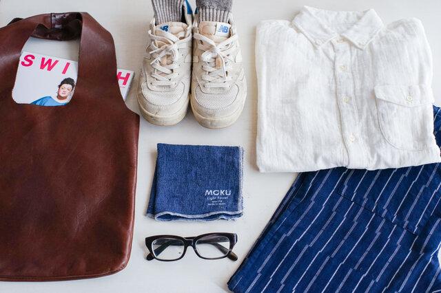 スッキリとしたシルエットなので、作業着としてだけではなく、普段着としても着ることができます。落ち着いたカラーなので取り入れやすいのが嬉しいですね。こちらは男性のコーディネート例。