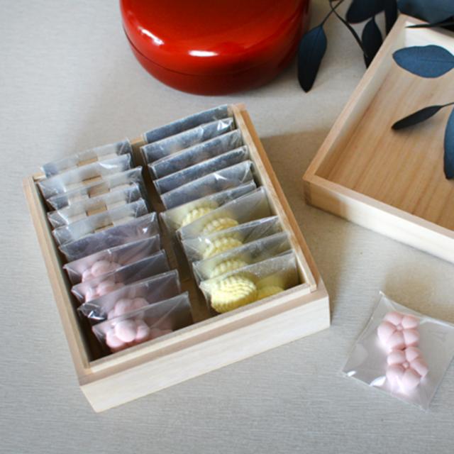 桐箱の詰め合わせ(20個入り) 桐箱にいろいろな種類の和三盆を20個詰め合わせたセットです。 こちらもご指定がある際は備考欄にてお知らせください。