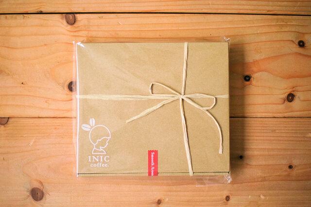 送料無料お試しセットは、パッケージの上に直接リボンをかけます。 リボンの色は、商品によって異なります。