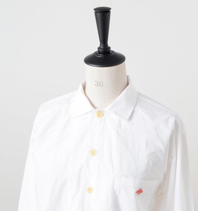 大きめのボタンが配置され、ジャケットのような雰囲気のワークシャツ。羽織りとしても使えるデザインです。