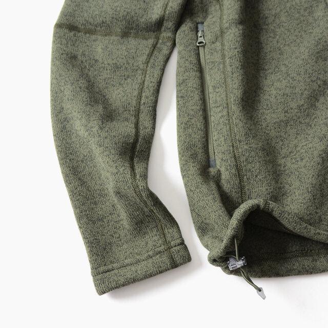 両サイドの裾にはフィット感の調節ができるドローコードを備えています。