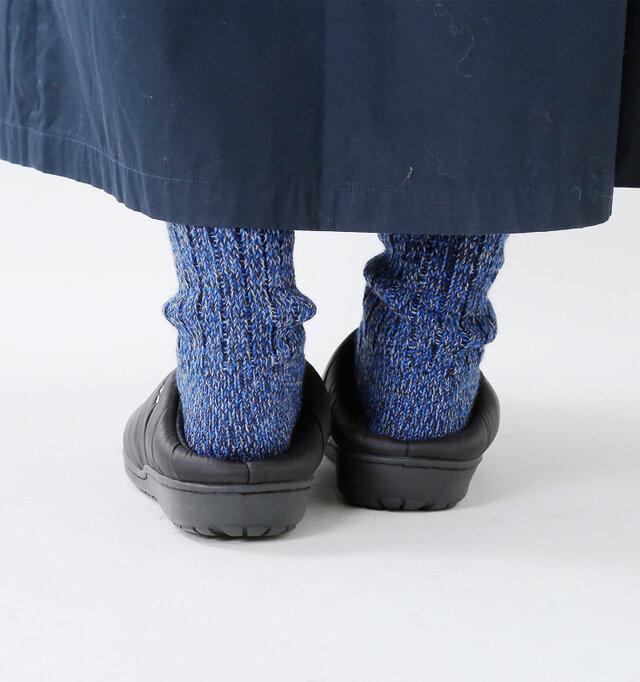 4層構造のソールは、低反発のような抜群のクッション性があり、歩行時の衝撃から足を守ります。もちろん履き心地も◎