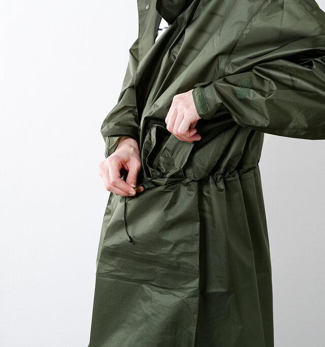 ポケット内部にもドローコードを配備。 ポケットのフラップもスナップボタン付きなので中身の飛び出しも防ぎます。