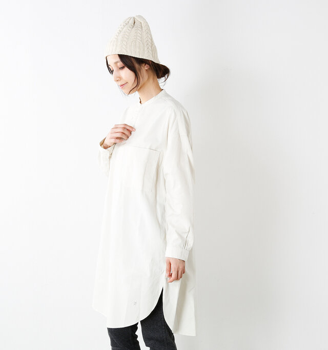 model yama:167cm / 49kg color : off white / size : 12