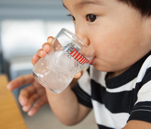 しましまのMIKEYは、子どもたちの成長を見守ってくれ、時には大人も使いたくなってしまうようなかわいさです。Lサイズなら、ちょっと飲み物を飲みたい時にも使えますし、一輪挿しのように使っても素敵です。