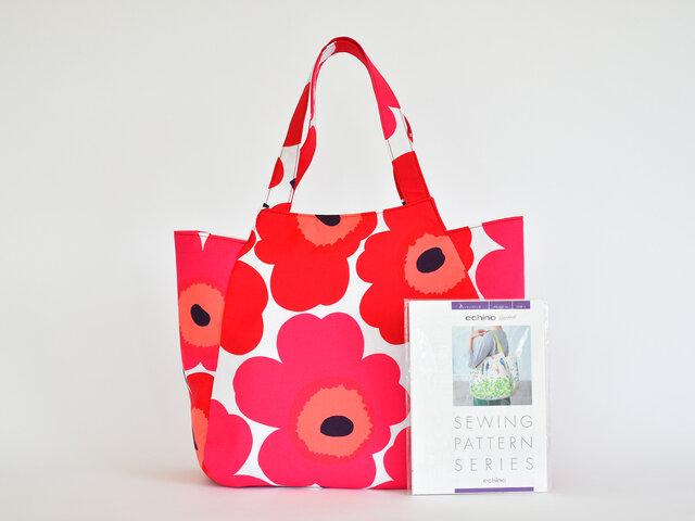 ちょっとしたスキマ時間にバッグ作り♪大柄の生地を使って、大胆なバッグを仕上げるのもいいですね。PIENI UNIKKO:レッドの生地で製作しました。