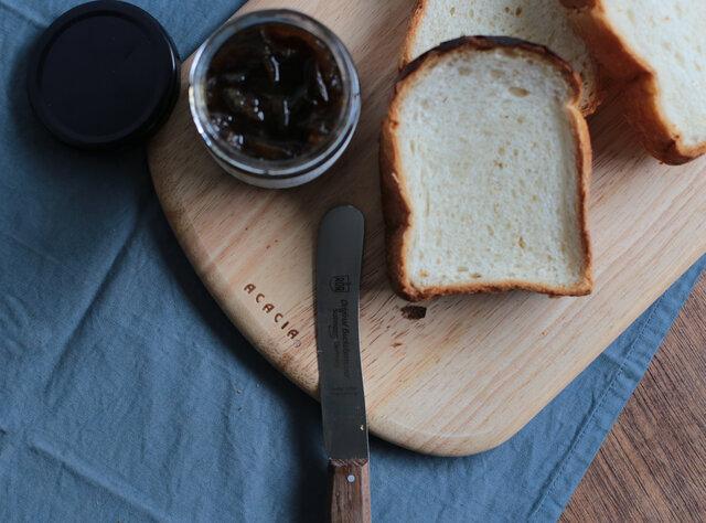 Mサイズは、パンのカッティングボードとして 野菜をカットしたり汎用性の高いサイズ。