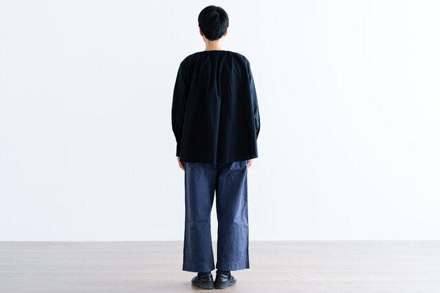 ブラック着用、モデル身長:158cm