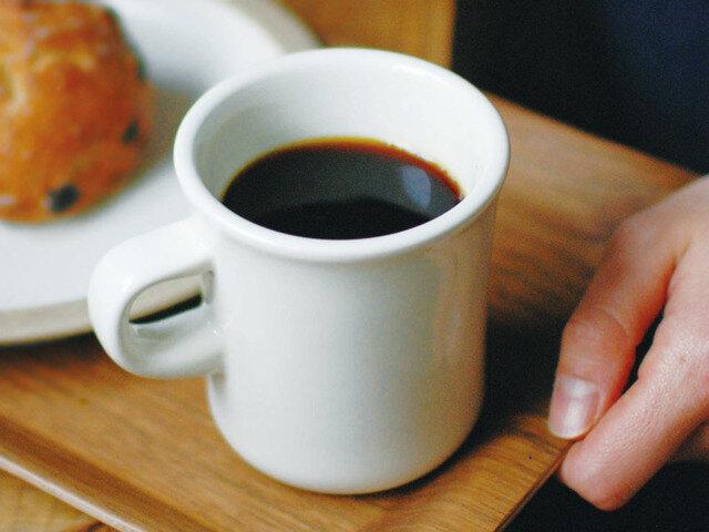 コーヒーのやわらかなブラックが映える、やさしい表情のホワイトも。 ホワイト、グレー、ブラウン、ネイビーの全4色です。