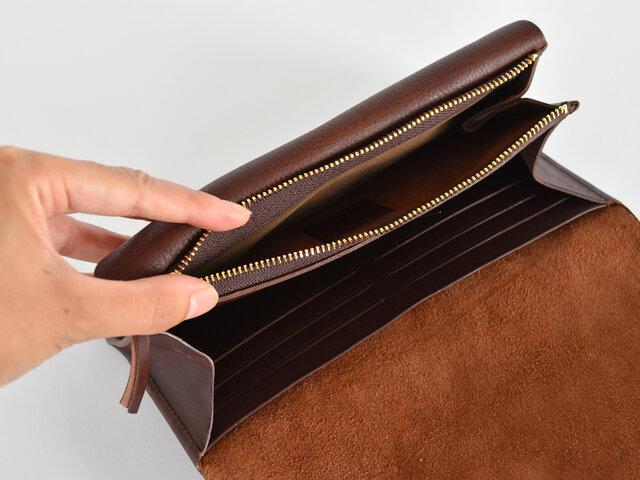 ポケットが多いので収納力も抜群で、カードを12枚も入れることができますよ。