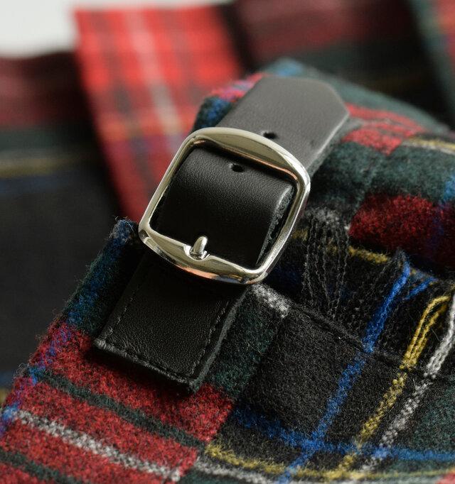 ベルトは牛革を使用し、スカートの雰囲気を高めてくれます。