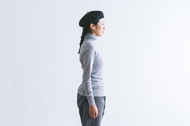 タートル部分は折り返しても十分な長さがあり、寒さからしっかり首元を守ってくれます。