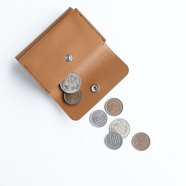 オリジナルホックを付けた小銭入れは、マチ付きで底も袋状になっているので、通常使いには十分な量が入ります。