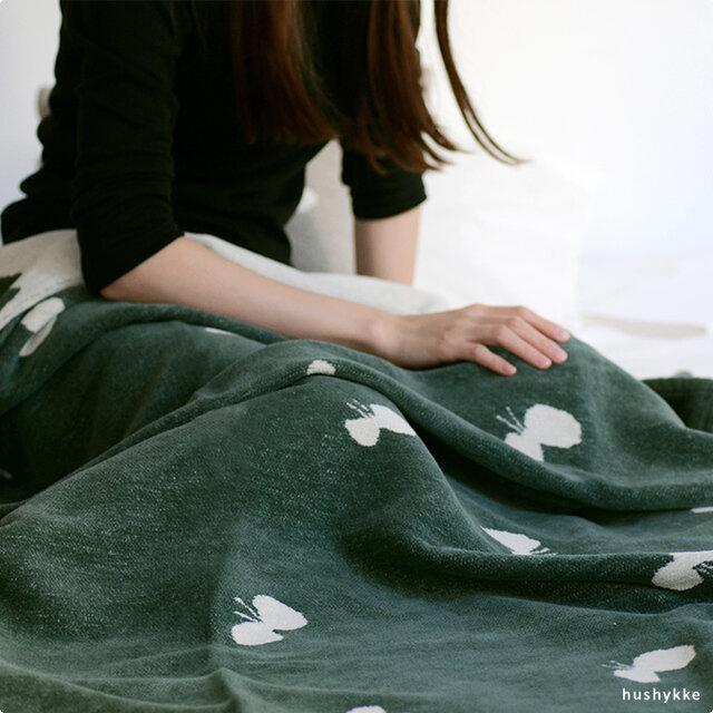 春と秋の気温差がある時や、冷房で体が冷えがちな時には、高密度に織られたコットンが外気から守ってくれるだけでなくこもった湿度を呼吸するようにコントロールしてくれるのでとても快適です。