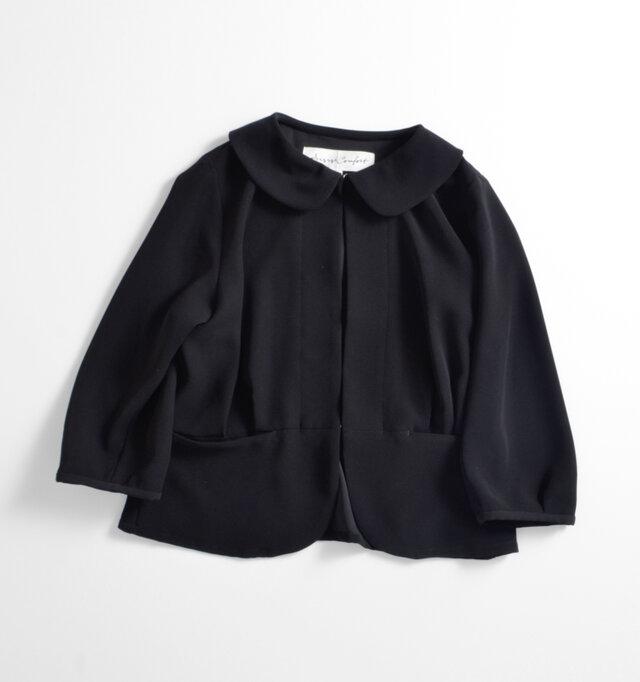 color : black  あらゆるフォーマルシーンに対応してくれるシックなブラック。