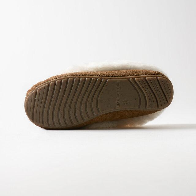 コルクフレークを含んだラバーソール。反発性・クッション性・グリップ力が高く、快適な履き心地を叶えてくれます。