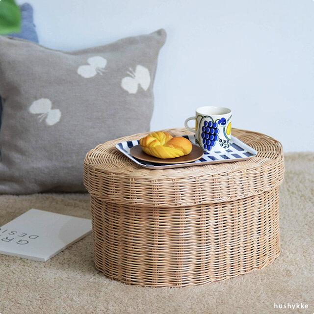 ソファーやベッド横に置いてサイドテーブル代わりにしたり、蓋をトレーに、カゴを収納として別々に使うのも◎です。