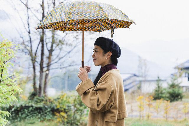 秋の雨。肌触り良いフライスタートルは、じめじめ雨にもサラサラと気持ち良さを◎