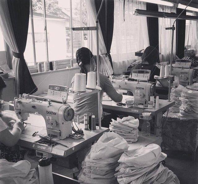 秋田のyohakuの工場での製造工程。たっくさん縫っていただきました。