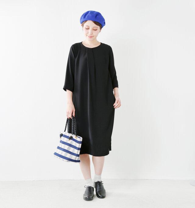 model yama:167cm / 49kg color : black / size : 38   生地をたっぷりと使った優美なディティールは、フォーマルなシーンはもちろん、普段使いも◎ 休日のおでかけや普段の装いにもお使い頂ける、1枚あると便利なワンピースです。