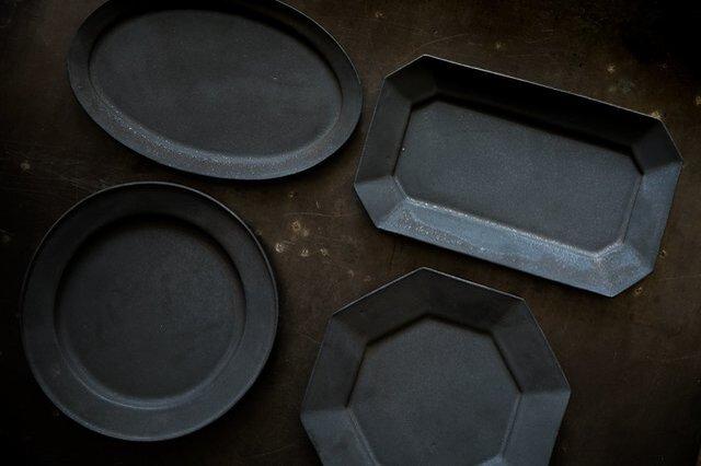 左下リム付き丸皿ブラック