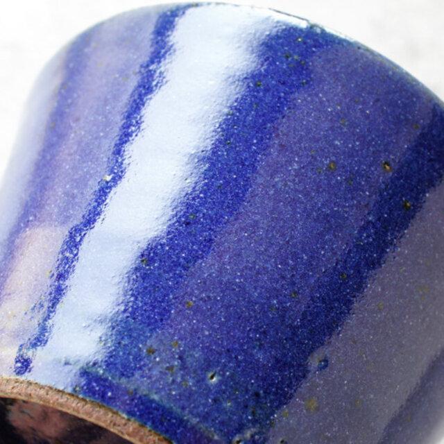 美しい深い瑠璃色。つややかな瑠璃釉が食卓に色を添えてくれます。