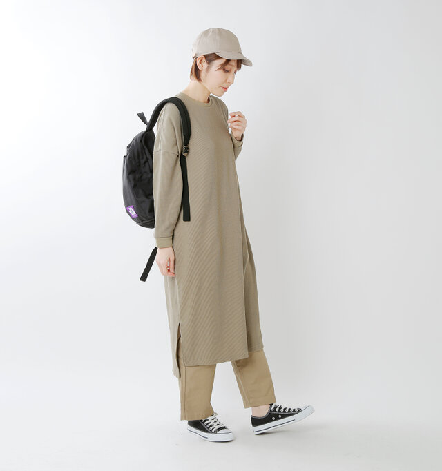 color : beige / size : 1  一枚サラリと着ても素敵ですが、パンツとレイヤードで着こなせば大人のラフスタイルが完成。一枚でもレイヤードでも楽しめるのが魅力です。