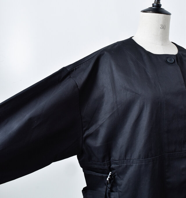 ゆったりとした袖巾なので、インナーには厚手のニットも大丈◎。ドロップショルダーでリラック感プラス。