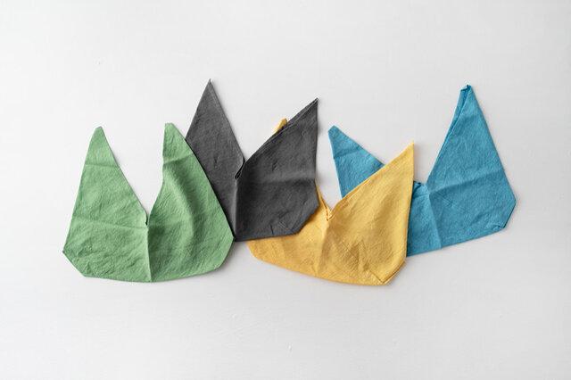 写真左から 緑色、墨色、黄色、水色