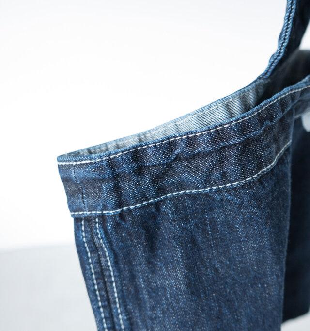 白糸のステッチがよく映えて、デザイン的にもレベル高い仕上がりです。