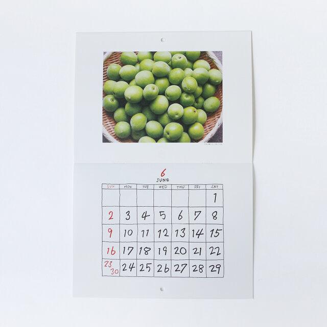 あたたかみのある数字や曜日は、大橋歩さんの手書き文字で構成されています。