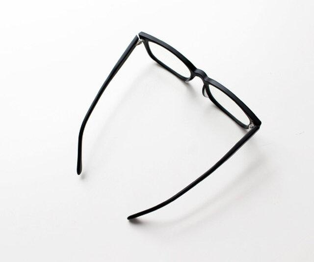 自分に似合うメガネにまだ出会えてない人には、是非一度試していただきたいアイテムです。