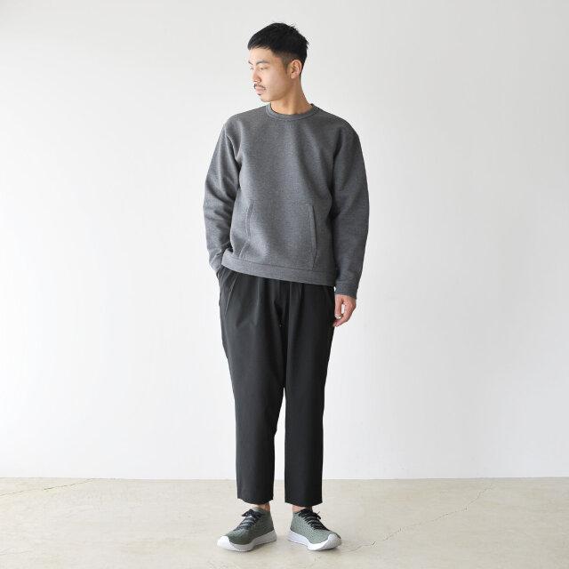 モデル:173cm / 58kg color : black / size : M  シンプルなデザインによって男女問わずに着用いただけます。