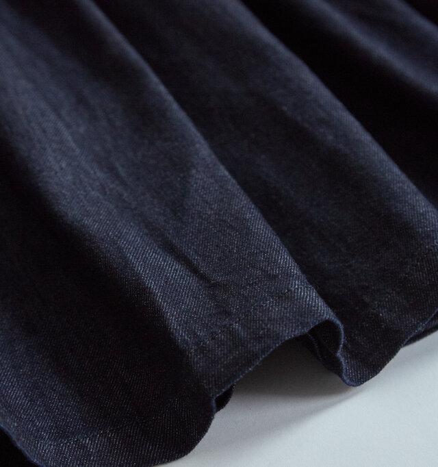 製品の加工として最後に洗いをかけているため、お洗濯による縮みもありません。 洗いざらしの生地感をそのままお楽しみいただけます。