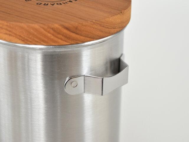 外側のフックにスプーンを簡易的に収納できるのはプチストレス解消で嬉しい◎
