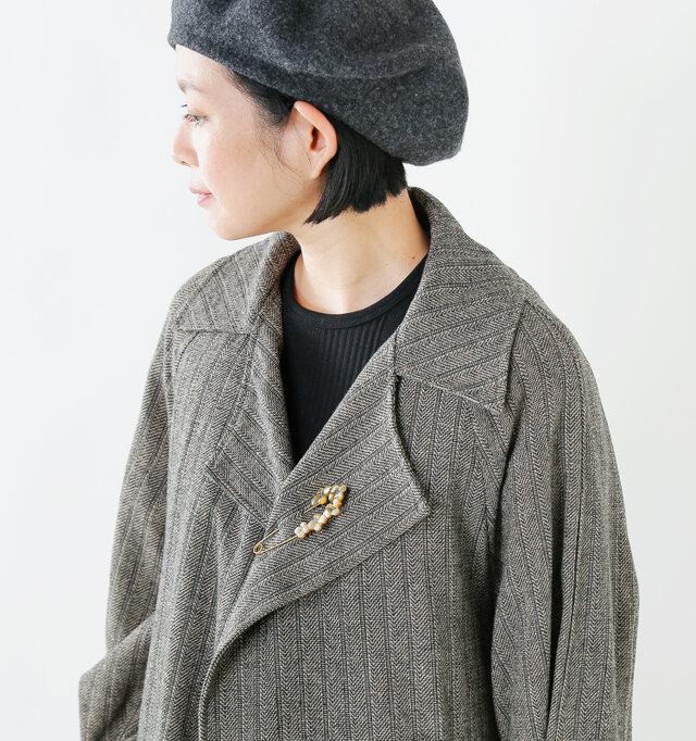 ジャケットの胸元やマフラー留め、帽子などに付けてコーディネートのアクセントに◎