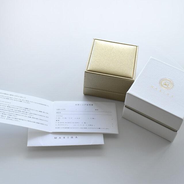 高級感のある「MARIHA」オリジナルケースと保証書付きです。