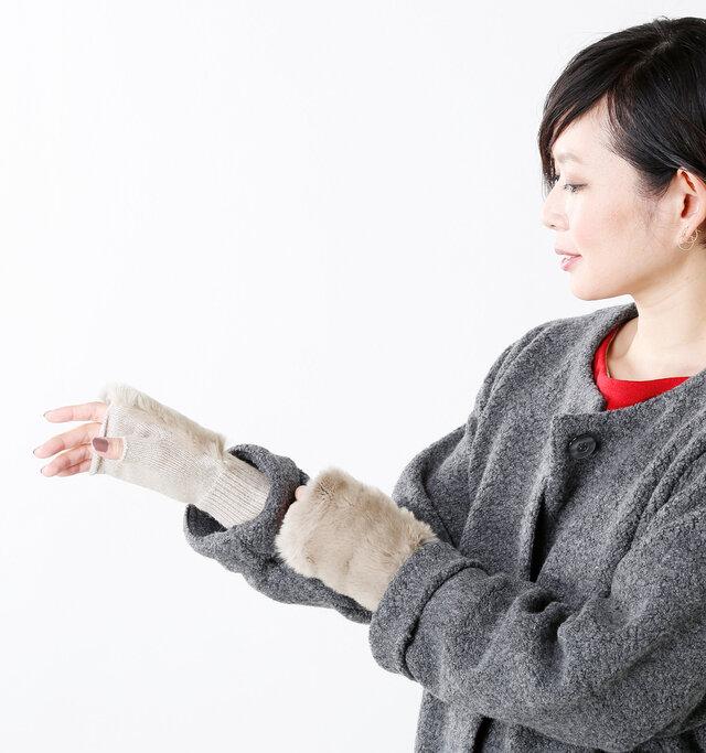 手首の幅の広いリブは、程よい伸縮性があり手首にやさしくフィットしてくれます。