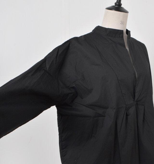 少し肩の落ちたデザインの余裕のあるお袖でラフな着心地。