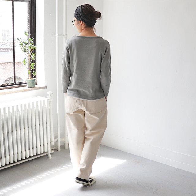程よくゆったり感があり、リラックスして着れるので、何枚持ちたくなるアイテムです* スカート、パンツなどボトムを選ばず使いやすいのでオススメです。