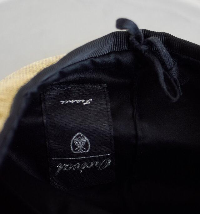 軽く快適な被り心地と、内側にはサイズ調節可能な紐が内蔵されており、男女問わずご使用頂けます。