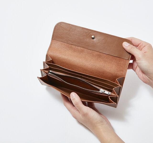 お札の種類や、領収書などカテゴリーごとに分けて使うと便利です。