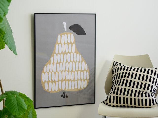 ポスターいっぱいにどーんと描かれたフルーツが印象的なポスターです。 貼り絵のようなデザインで、いびつな感じが独特なオシャレさを引き出します。