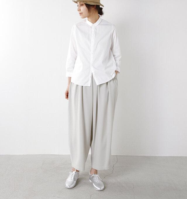 color : white / size : 38  帽子を被ったり足元にポイントがある時こそ、シンプルなシャツが活きますますね。