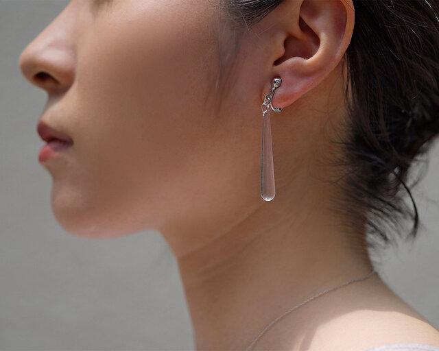 耳たぶの厚みに合わせて調節可能なカシメ式イヤリングです。着け心地のよいイヤリング金具なので長時間の着用もストレスフリー。