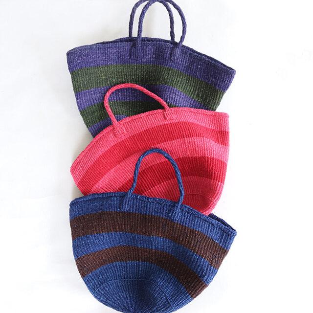 カラーは、パープル×オリーブ、ピンク×レッド、ブルー×ブラウンの3種類。