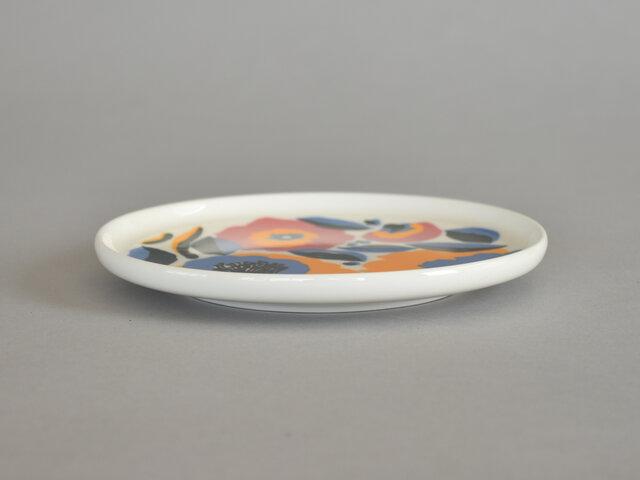 こちらのプレートは、直径13.5cmの平たいお皿です。