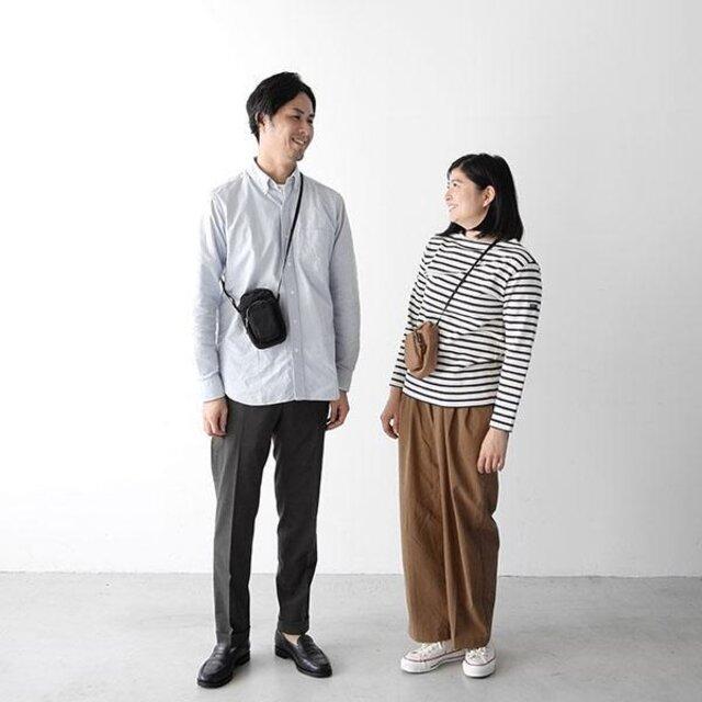 男性モデル : 179cm、ブラック着用、女性モデル : 157cm、モカ着用