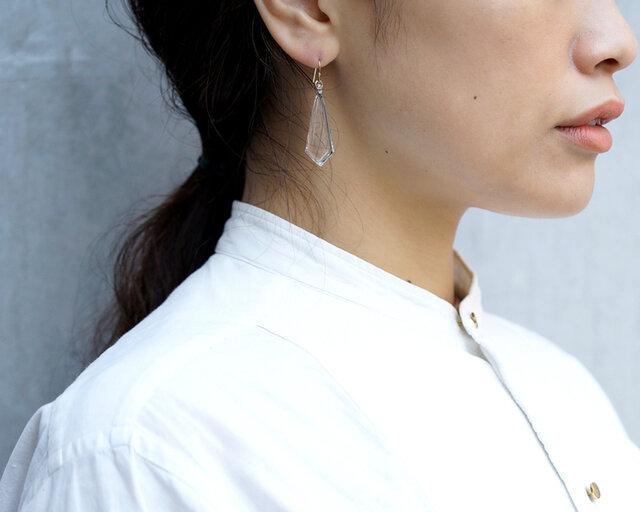 「ダイヤ」はシンプルながらも豪華な印象を持つガラスアクセサリー。 フォーマルなシーンにも相性抜群です。