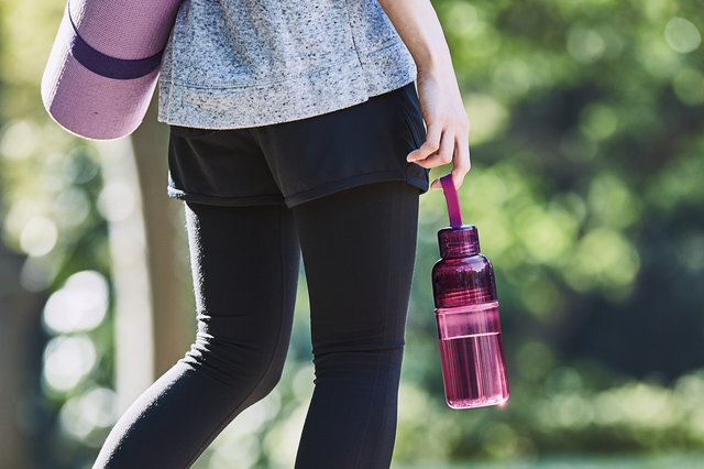 軽くて機能的な樹脂ボトルは、スポーツにも最適。